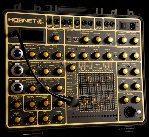 hornet-synthesizer