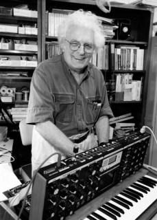 Bob-Moog-with-Minimoog-Voyager