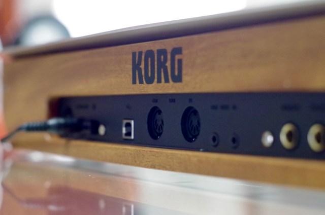 korg-minologue-back