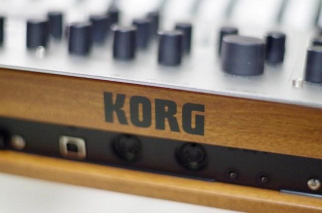 korg-minologue-wood