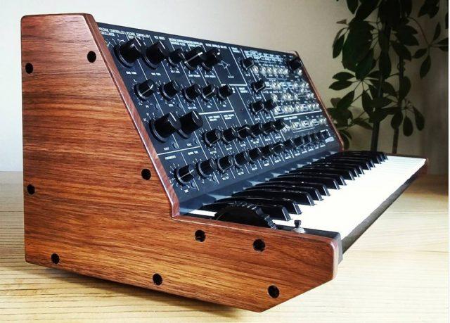 MS-20-walnut-side-panels-mixingtable