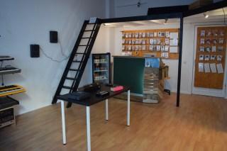 koma-elektronik-common-ground-front-room