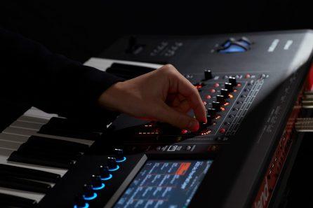 Roland-FANTOM-controls-hands