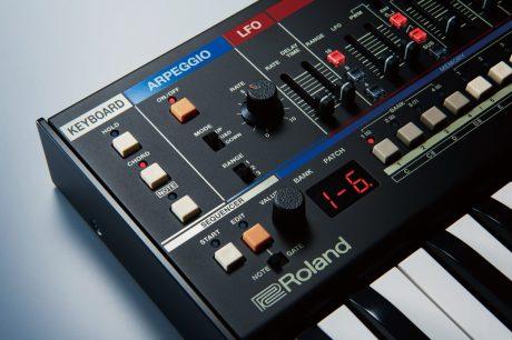 Roland-JU06A-top-left-corner-closeup