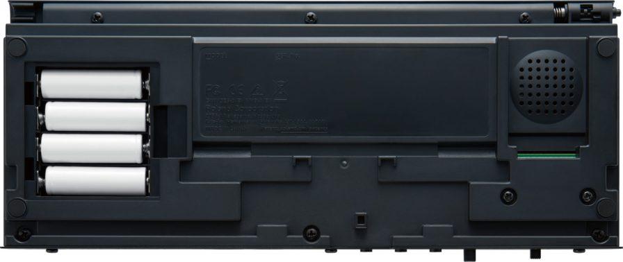 Roland-JU06A-underside-battery-compartment