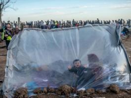 """الاتحاد الأوروبي غاضب من """"عملية ابتزاز"""" بشأن المهاجرين... ويدرس دفع أموال لتركيا"""