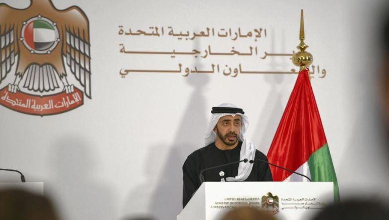Cheikh Abdallah ben Zayed s'exprime lors d'une conférence de presse au Ministère des affaires étrangères et de la coopération internationale à Abou Dhabi (image Khushnum Bhandari pour The National UAE)