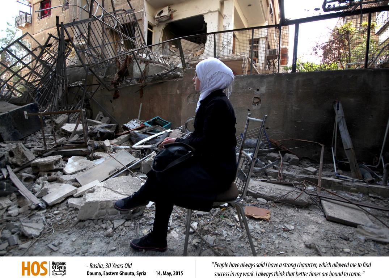 رشا تجلس وسط الدمار في الغوطة الشرقية. المصدر: الإنسان في سوريا