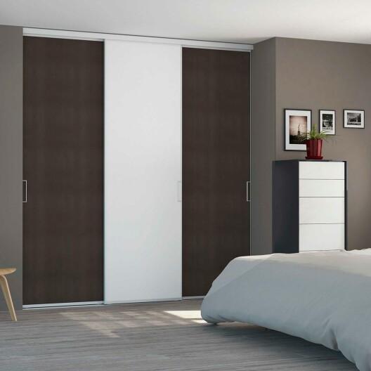 comment choisir entre une porte de placard coulissante sur mesure et une porte de placard standard