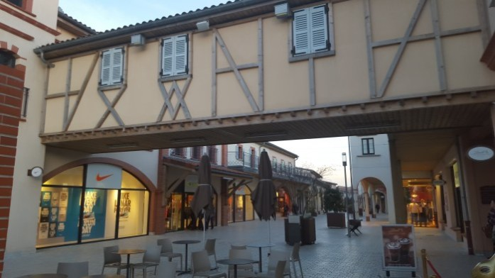nailloux outlet village (2)