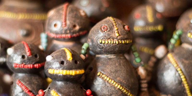 Jaunde – popularne figurki na targu z pamiątkami