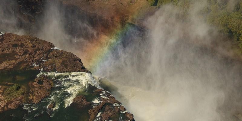 Tęcza nad wodospadami Wiktorii