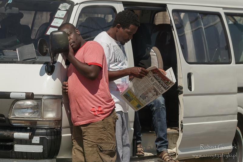 W oczekiwaniu na dworcu w Mutare w drodze z Chimanimani do Juliasdale