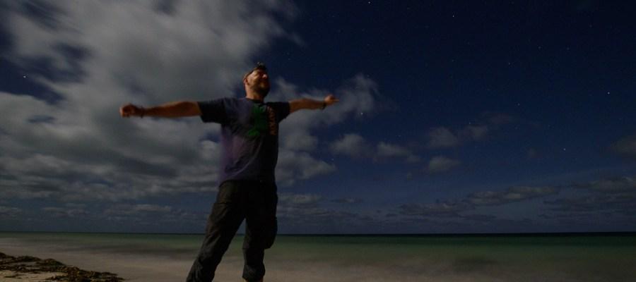 Nocne zabawy aparatem na plaży na Zanzibarze