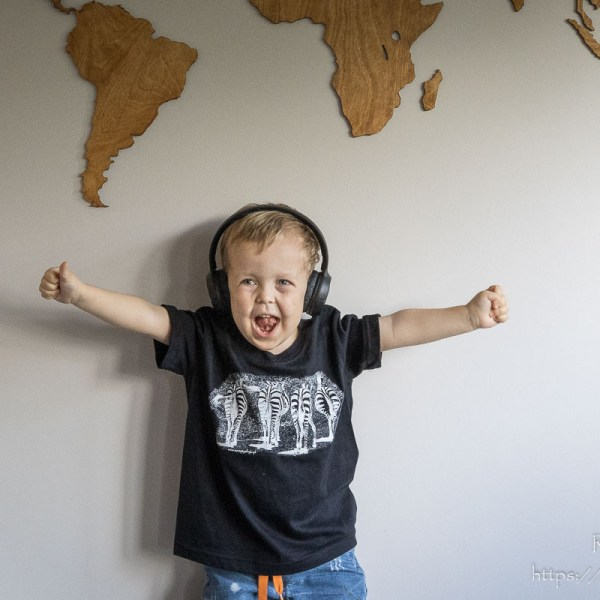 Czarna koszulka z zebrami dla chłopca