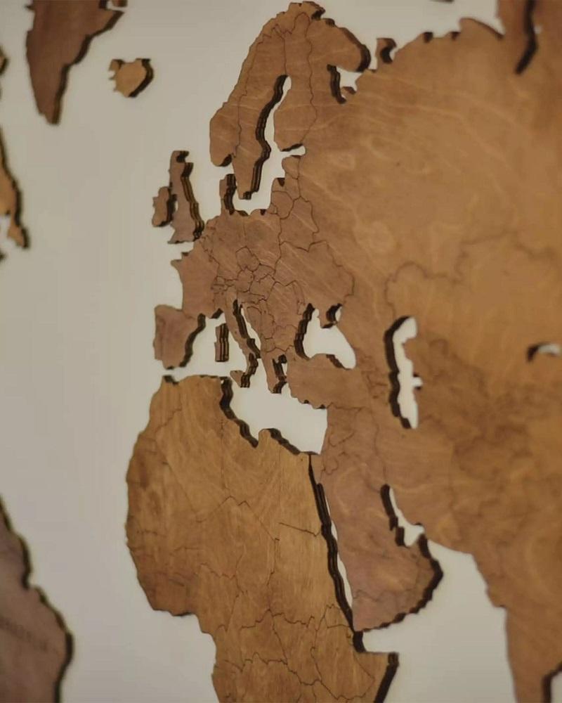Drewniana mapa świata na ścianę z granicami - orzech