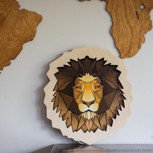 Drewniana lampka głowa lwa z Afryki