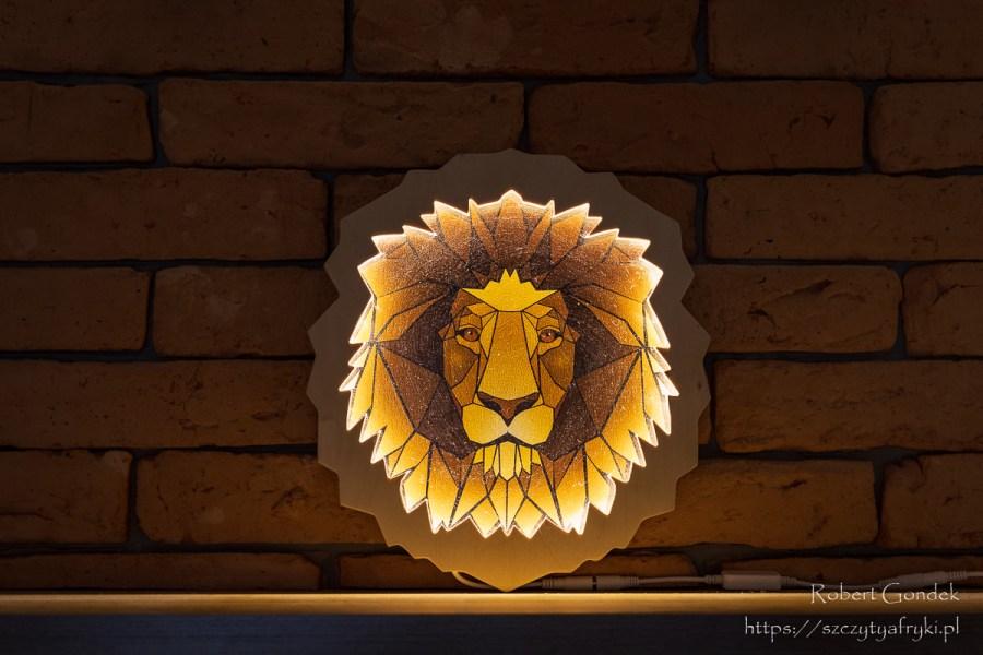 Głowa lwa - kolorowa lampka do dekoracji w stylu afrykańskim - wizualizacja