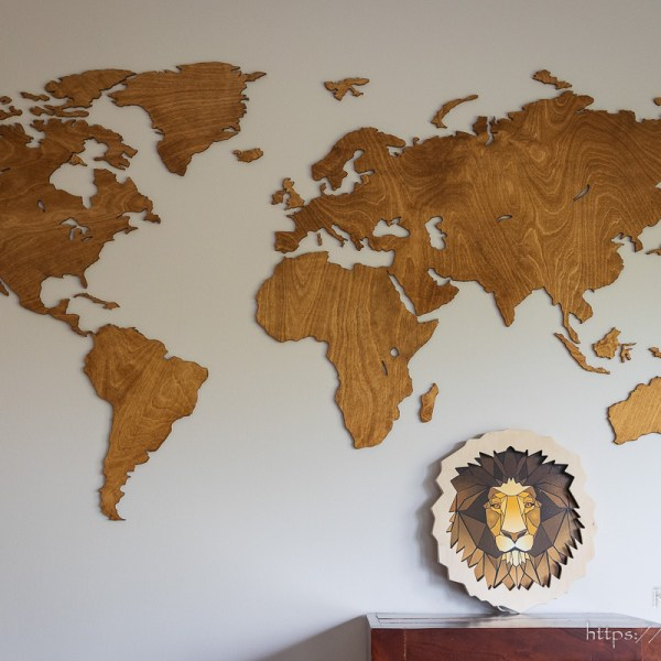 Mapy świata - drewniana lampka głowa lwa - dekoracja