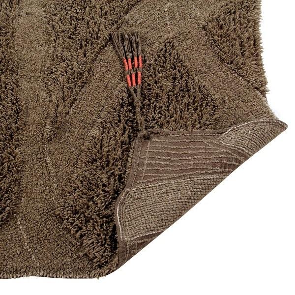 Wełniany dywan inspirowany drewnem afrykańskiej akacji - afrykańskie wnętrza