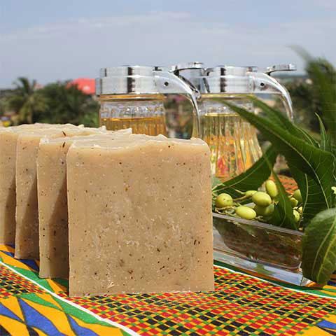 Naturalne afrykańskie mydło z liśćmi neem