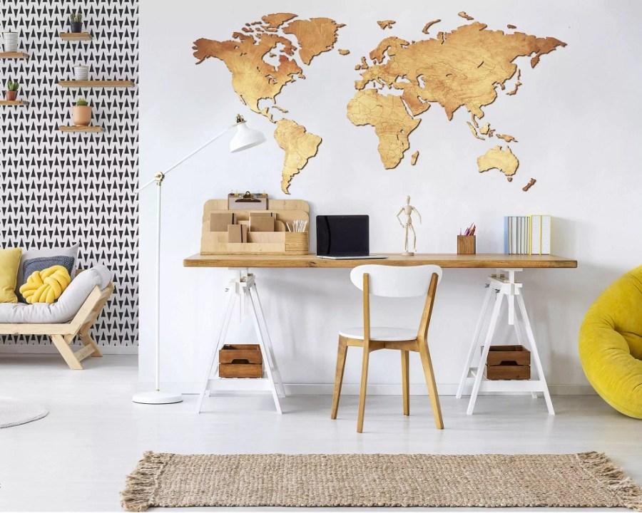 Mapa z drewna na ścianę pokoju