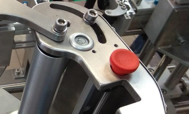 Rys. 1: Przykład wykorzystania poziomicy oczkowej w głowicy etykietującej E40 produkowanej przez firmę Kambion