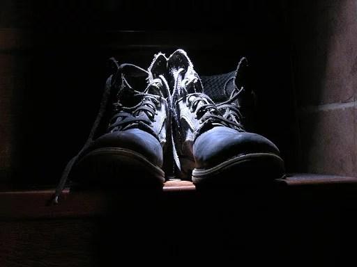 Ćwiczymy czynności samoobsługowe – wiązanie butów