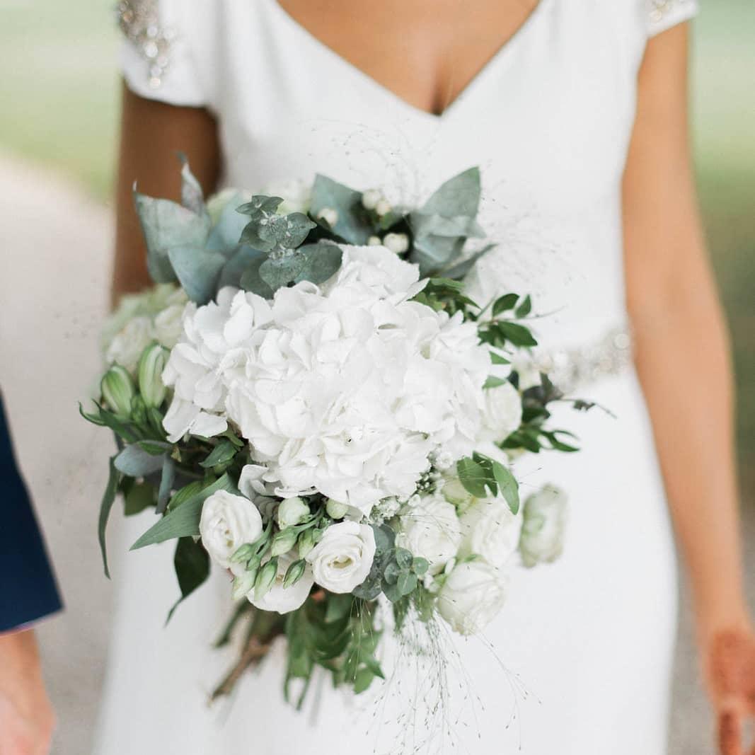 Bouquet de mariée eucalyptus rose blanche champêtre bohème hortensia rose ancienne