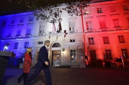 John Kerry na een toespraak bij de Amerikaanse ambassade in Parijs