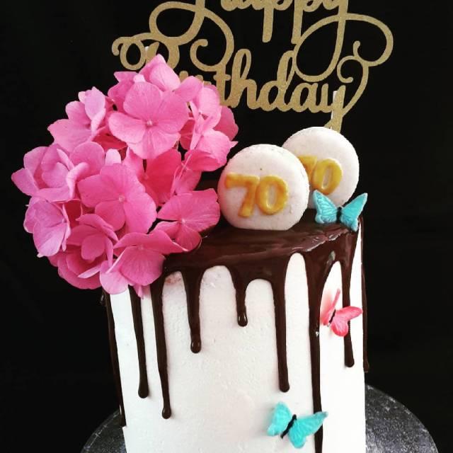Happy Birthday Drip cake gevuld met advocaten crme dripcake zwartekipadvocaathellip