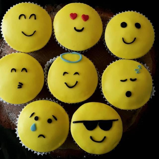 Emoji voor Cas emoji cupcakes instacake cas wijkbijduurstede taartvansab
