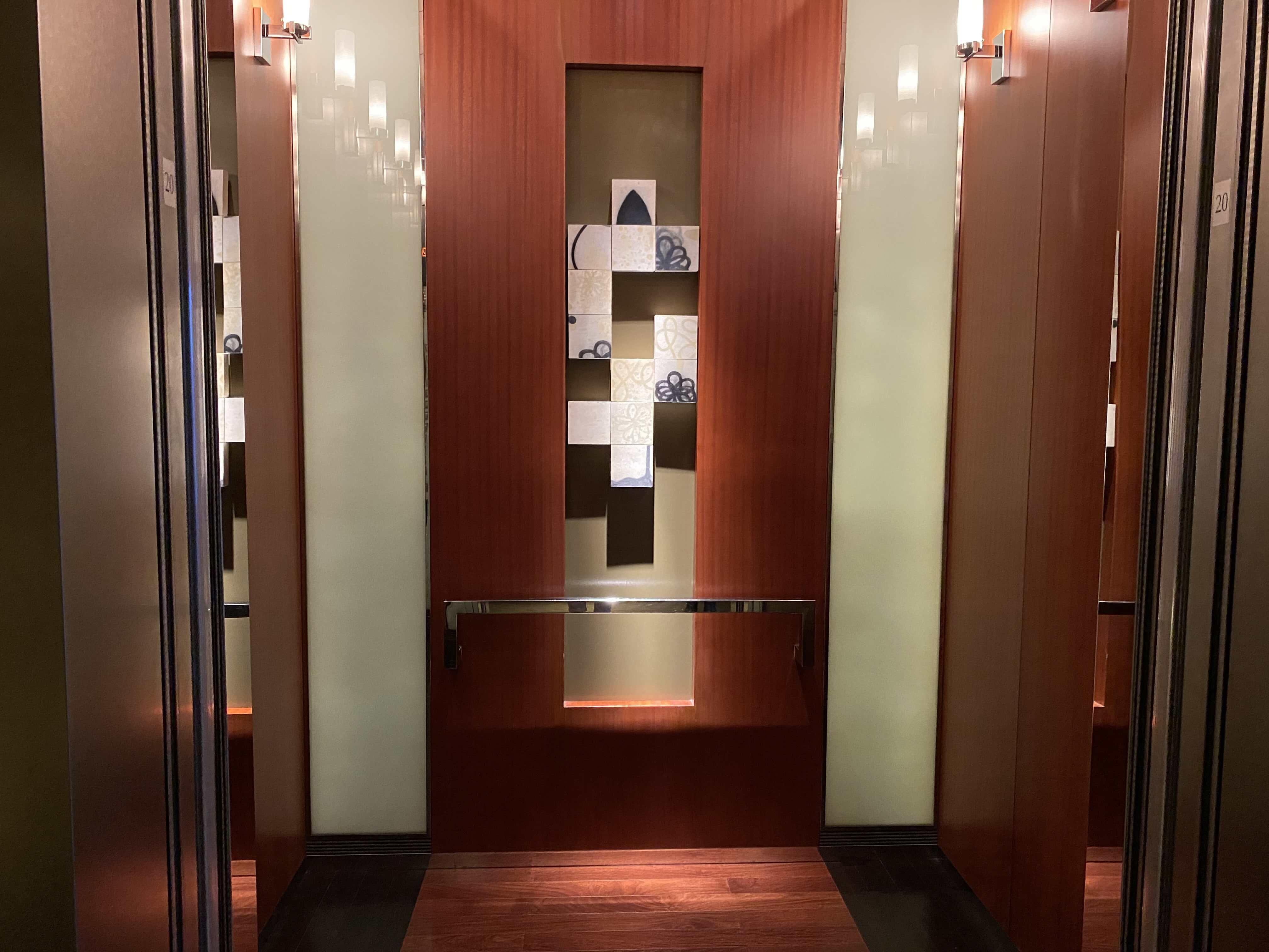 ゲストルームのある廊下/エレベーターフロア