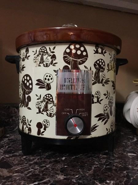 Vintage 1970s crockpot
