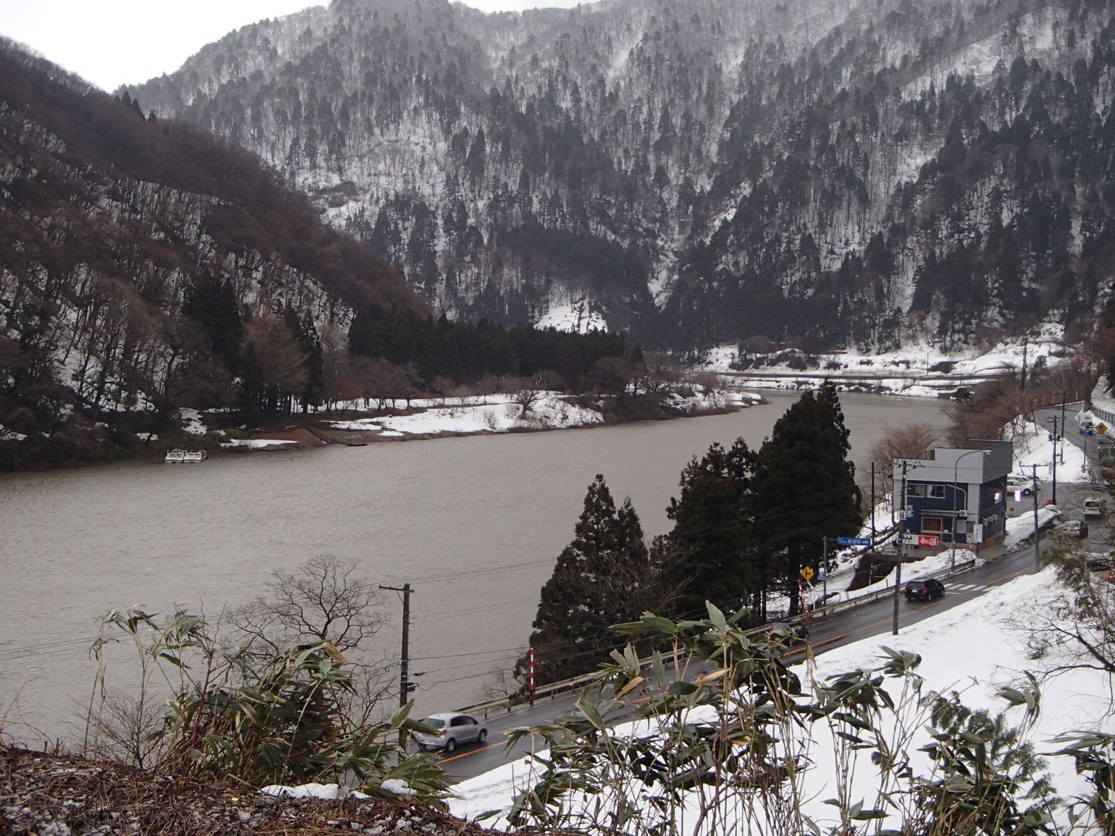 高屋駅から最上川の眺望