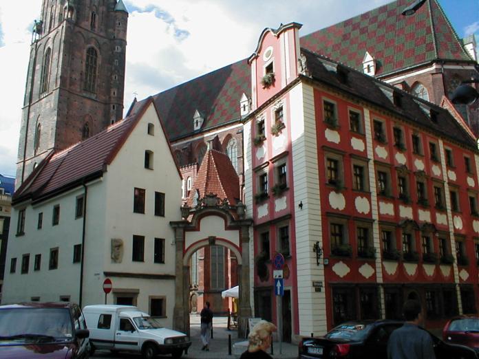 """St. Elisabeth-Kirche mit """"Hänsel und Gretel"""""""