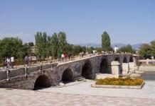 Alte türkische Brücke über den Vardar