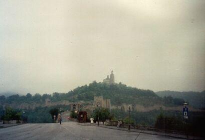 Blick auf den Zarevez-Hügel bei absolutem Sauwetter