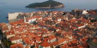 Dubrovnik: Altstadt mit der Insel Lokrum im Hintergrund