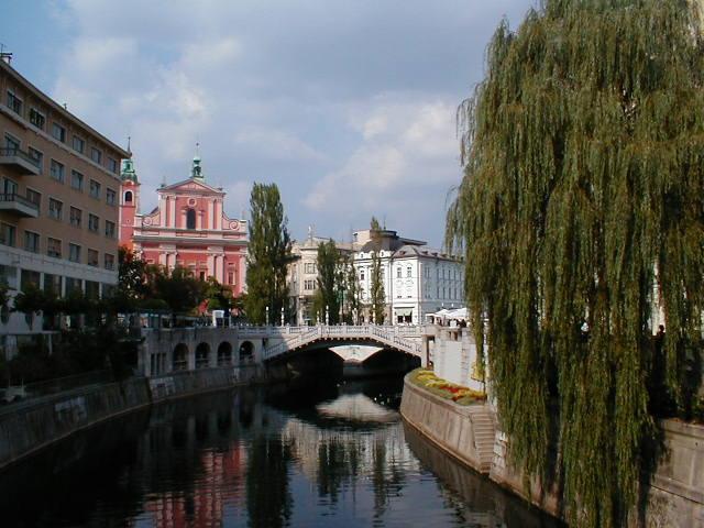Die drei Brücken und die Franziskanerkirche