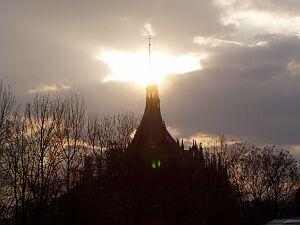 Untergehende Sonne über dem Dom der Hl. Barbara