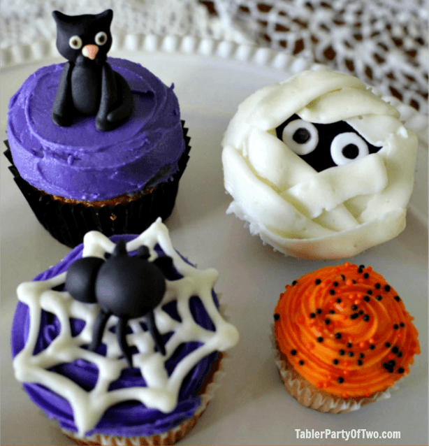 YUMMM! These Halloween Cupcakes are gorgeous!!! TablerPartyofTwo.com