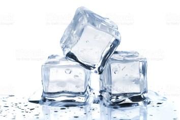 Resserrer ses pores dilatés grâce à la glace