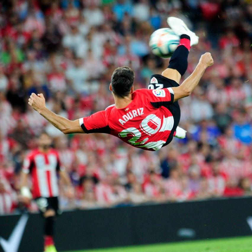 Aduriz kick vs Barcelona
