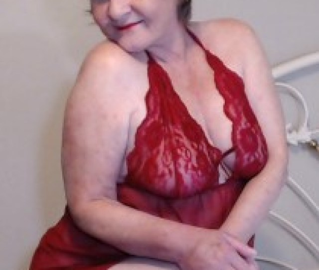 Cougarbabejolee Jolee Is A Hot Kinky Cougar With A Lust For Truly Massive Toys