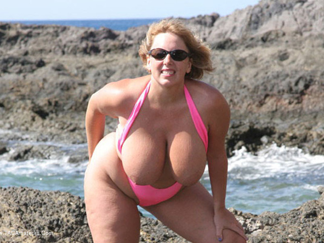 CurvyClaire - Mankini On The Rocks Pt1