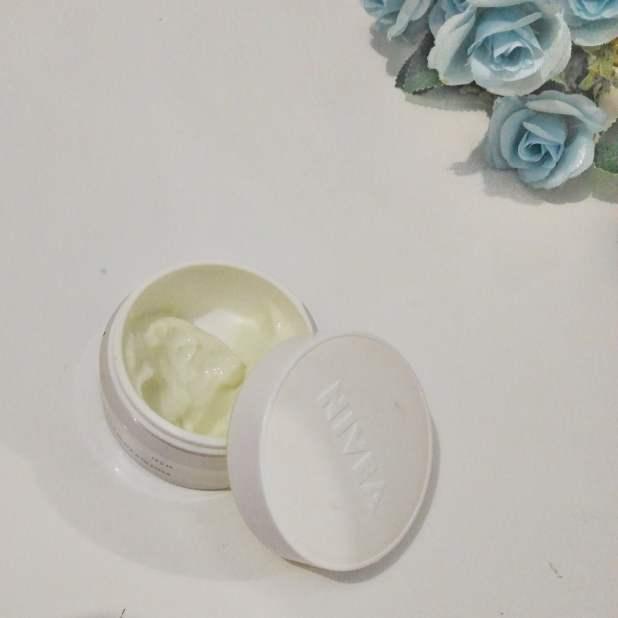 Creme facial nívea Q10 textura e cor