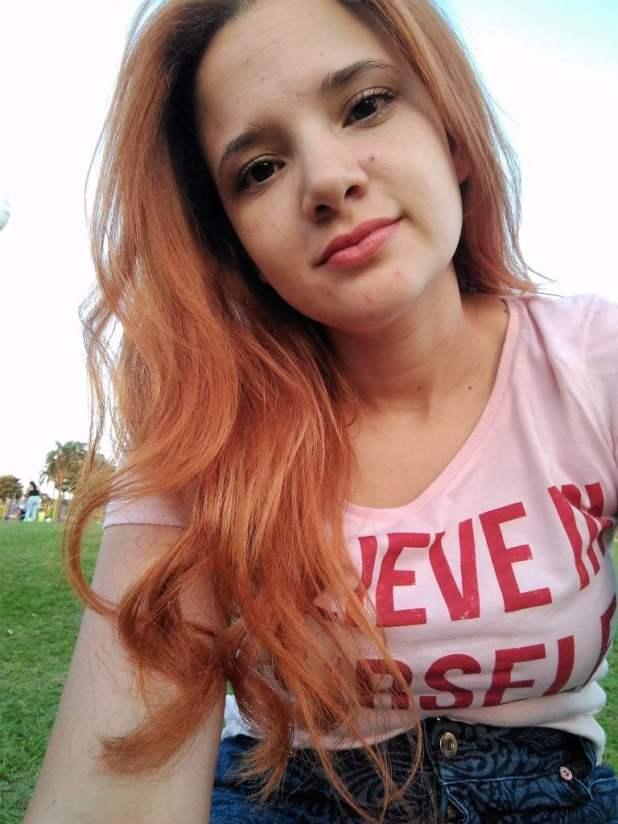 Cor no cabelo pranchado e na luz do sol
