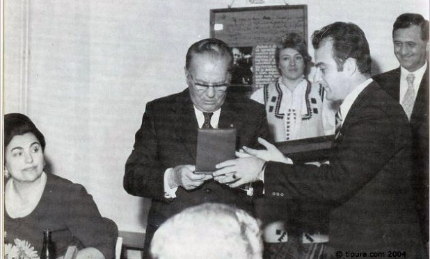 Tito dobija Spomen Plaketu grada Doboja foto tipura