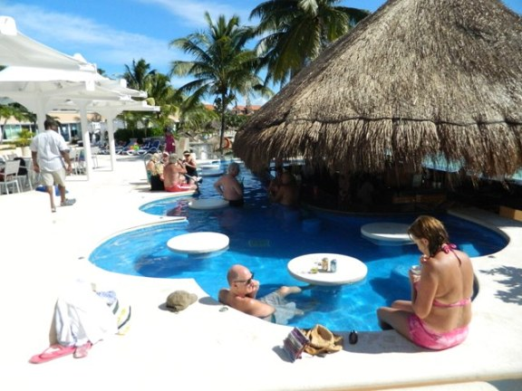 swim up pool bar mexico
